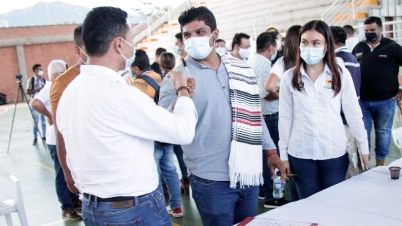 Gobernación y gremio de transportadores acuerdan levantar bloqueo en el sur del Tolima