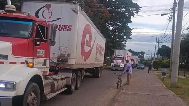 Vándalos robaron insumos médicos que eran transportados en caravana humanitaria hacia Ibagué