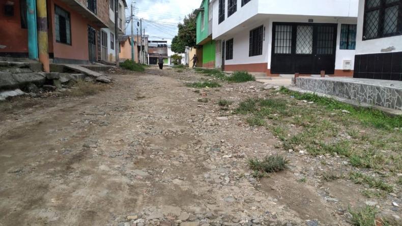 Luego de 25 años, calles del barrio La Esmeralda de Ibagué siguen a la espera de ser pavimentadas