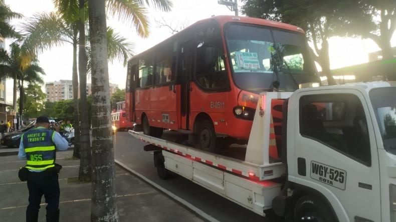 Inmovilizan buseta a conductor que atropelló a dos agentes de tránsito en Ibagué