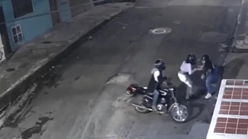 ¡Indignante! Una mujer atacó e hirió a otra por quitarle sus pertenencias en el centro de Ibagué