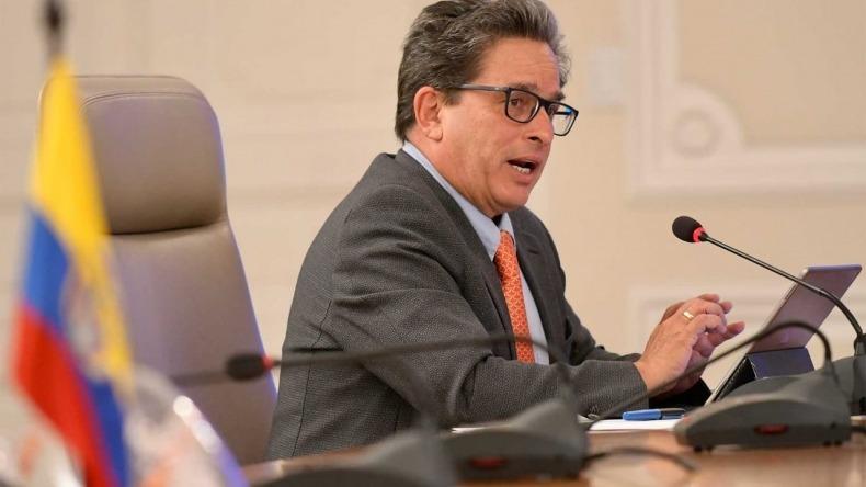 Alberto Carrasquilla presentó la renuncia al Ministerio de Hacienda