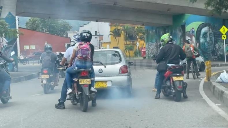Denuncian 'carro chimenea' que transitaba por la avenida Pedro Tafur en Ibagué