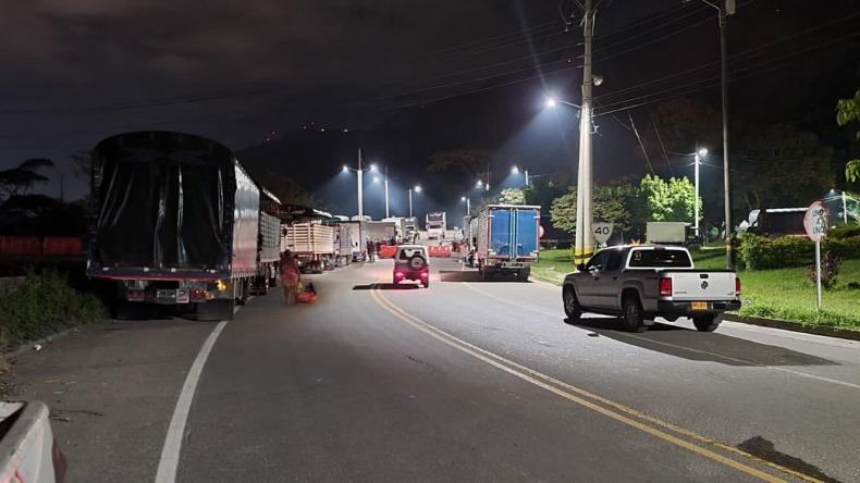 Transportadores bloquearon la variante de Ibagué