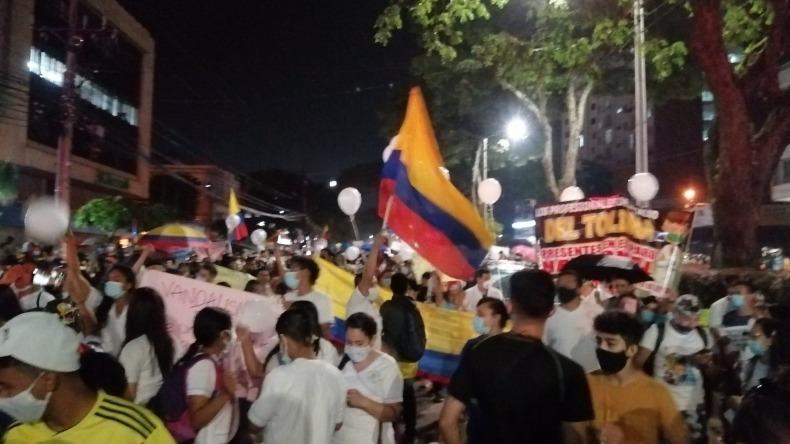 Personal de la salud inició manifestación en la carrera Quinta en Ibagué