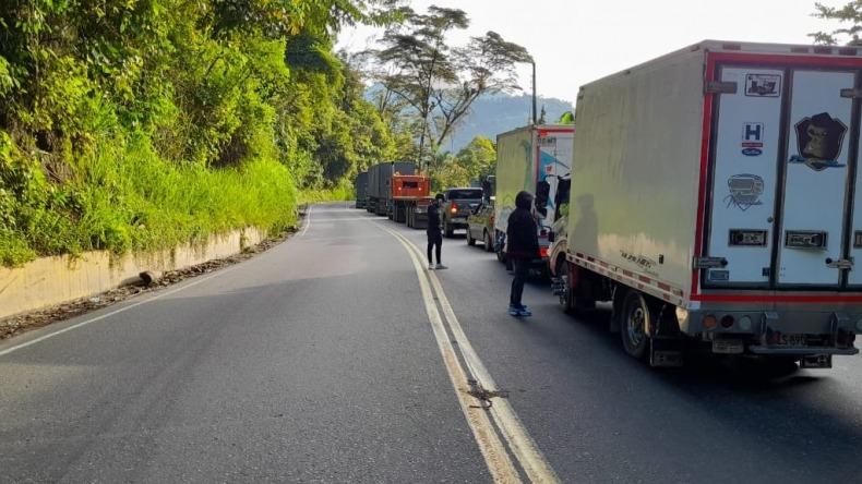 Reportan represamiento vehicular en la vía Ibagué- Cajamarca
