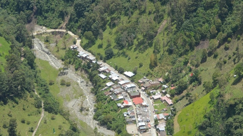 Alcaldía de Ibagué realizó sobrevuelo en el Cañón del Combeima para identificar puntos críticos