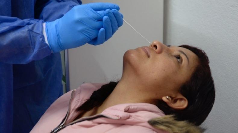 Ministerio de Salud asegura que los vacunados deben seguir realizándose las pruebas de COVID-19