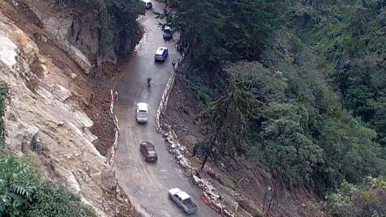 Después de ocho horas, habilitan el tránsito de vehículos por la vía Calarcá-Cajamarca