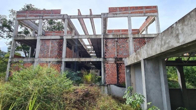 El Fondo de Infraestructura es cómplice de los contratistas basura de los colegios de Ibagué: concejal Toro