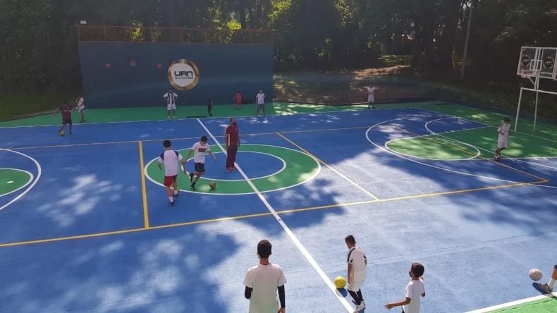 Niños de la comuna 2 de Ibagué reciben entrenamientos con exjugador del Deportes Tolima