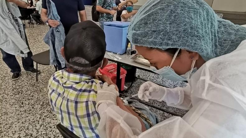 Mayores de 70 años ya pueden aplicarse tercera dosis de vacuna contra el COVID-19 en Ibagué