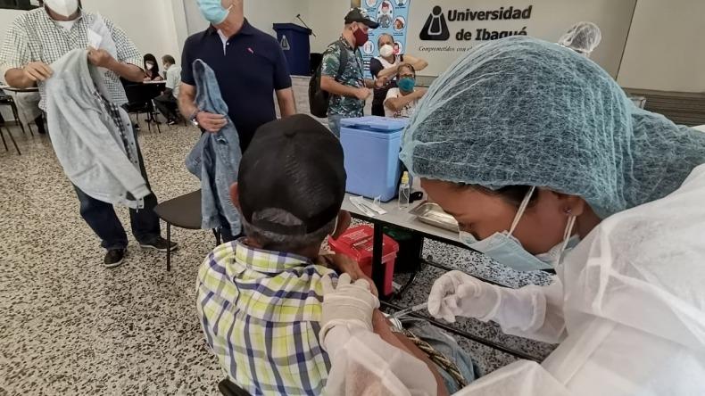 Punto de vacunación de la Universidad de Ibagué, estará habilitado hasta las 3:00 de la tarde