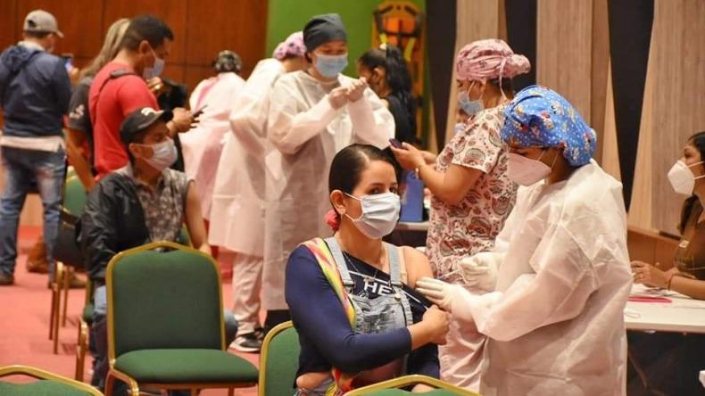 Autorizan vacunación contra COVID-19 para mayores de 25 años, pero biológicos llegarían a Ibagué en una semana