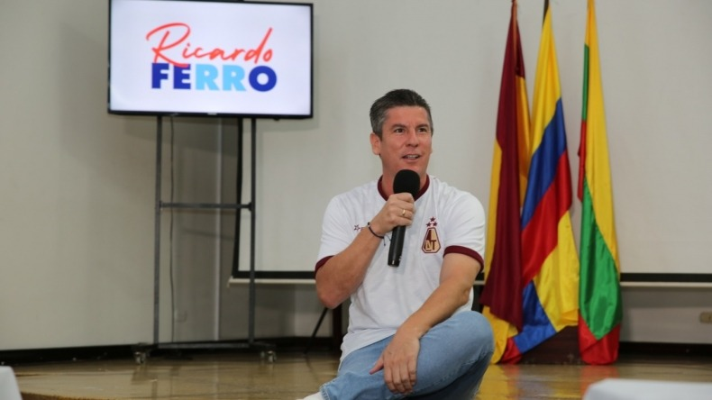 Ricardo Ferro lanza su candidatura al Senado y dice que se deben eliminar privilegios a los congresistas