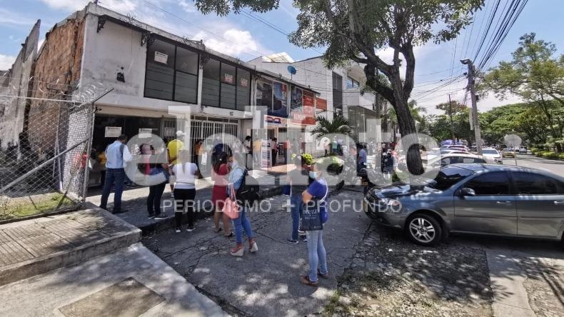 Persisten las largas filas para reclamar medicamentos en Colsubsidio de Ibagué