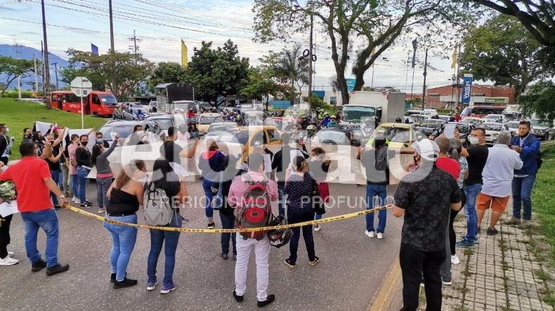 Manifestantes bloquean la glorieta de Mirolindo por muerte de vigilante a manos de conductor ebrio