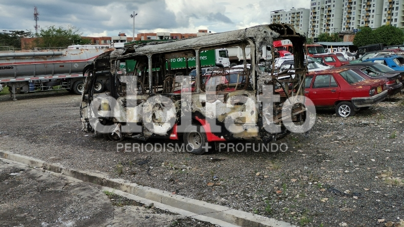 Capturan a presuntos responsables de incinerar buseta de transporte público en Ibagué