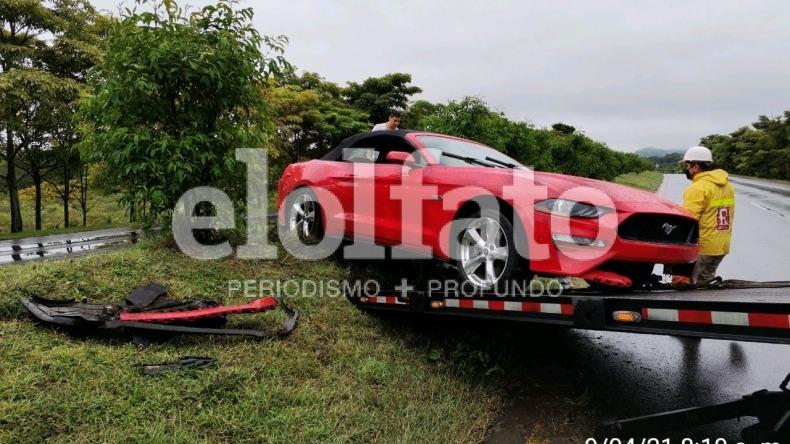 Automóvil de alta gama se accidentó en la variante de Ibagué