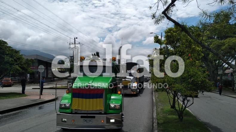 Transportadores se unen a manifestaciones en Ibagué y avanzan por la carrera Quinta