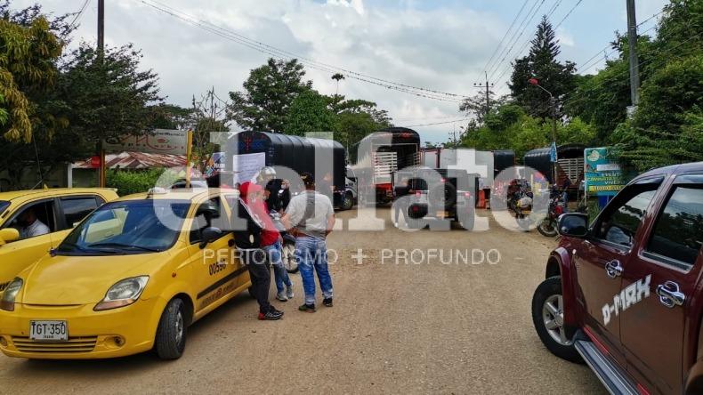 Manifestantes bloquean ocho vías en el Tolima