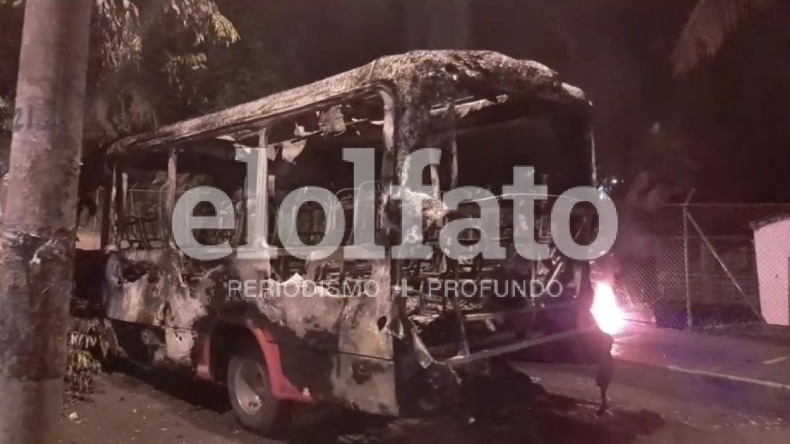 Ibagué sin autoridades: encapuchados retuvieron e incineraron cuatro busetas