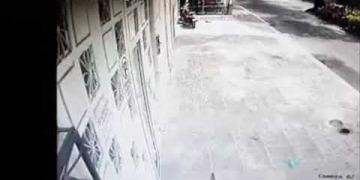 Embedded thumbnail for Delincuente ingresó a una vivienda del barrio Interlaken de Ibagué y hurtó una bicicleta todoterreno de su garaje