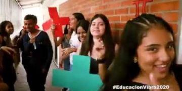 Embedded thumbnail for Estudiantes de un colegio oficial de Ibagué graban video sobre valores y se hace viral en redes sociales