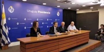 Embedded thumbnail for Gobierno de Uruguay asegura que Duque ofreció el Aeropuerto El Dorado para transito de pasajeros de Suramérica