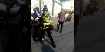 Embedded thumbnail for ¡Intolerancia! Mototaxista agredió a agente de Tránsito de Ibagué