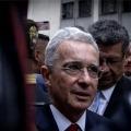 Polémica: Uribe confundió bandera indígena con la del ELN