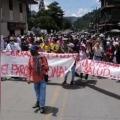 Manifestantes realizan protesta pacífica y bloquean la vía Ibagué - Cajamarca