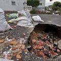 Habitantes del barrio Piedra Pintada protestan por el hundimiento de una de sus vías