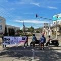 Jóvenes bloquean el paso vehicular en la calle 60 de Ibagué