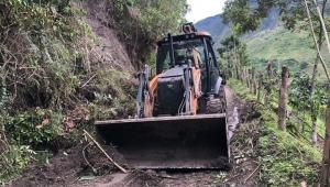 Envían maquinaria para recuperar vías afectadas por las lluvias en Tapias