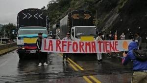 Camioneros bloquean la vía Ibagué - Cajamarca