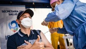 Alcalde Andrés Hurtado se vacunó contra el COVID-19