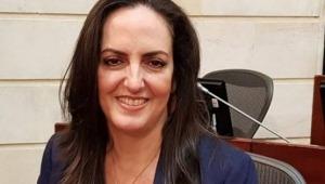"""Senadora Cabal ayudará a policía que  no se dejó matar a machete"""" en Herveo"""