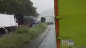 Accidente múltiple en la vía Girardot - Melgar deja paso a un carril