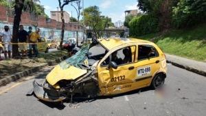 Fuerte accidente en la avenida Guabinal de Ibagué dejó un vehículo en pérdida total