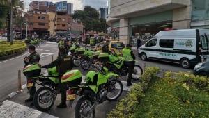 Uniformados de la policía garantizan el orden en jornada de manifestaciones en Ibagué