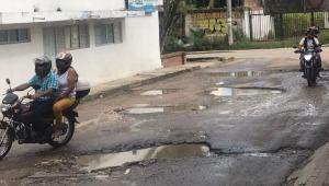 Cansados están comerciantes del barrio El Salado de Ibagué por el mal estado de las vías