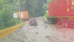 Grave emergencia provoca cierre de un carril en la vía Ibagué - Cajamarca