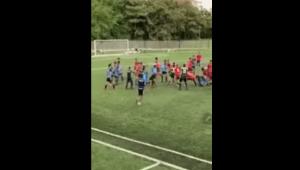 En fuerte riña terminó partido de fútbol que se disputaba en el Parque Deportivo de Ibagué