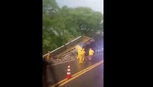 Camión de cerveza chocó contra un bus en la vía Natagaima - Neiva
