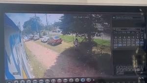 Ladrón entró como 'Pedro por su casa' a canchas sintéticas de Ibagué y se robó un bolso