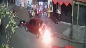 De película: motocicleta chocó y se incendió con sus ocupantes en Ibagué