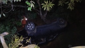 Vehículo cayó por un abismo en la vía que conduce al Carmen de Apicalá
