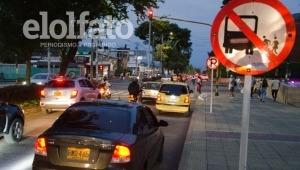 La nueva estrategia para evitar parqueo de vehículos frente al Centro Comercial Acqua en Ibagué