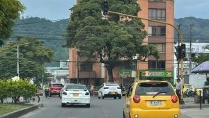 Semáforos de un importante eje vial en Ibagué dejaron de funcionar por daño eléctrico